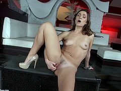 Stunning Alyssa Reece Plays With A Wicked Toy In A Solo Model Clip
