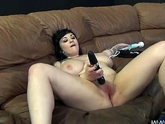 Horny tattooed BBW likes it harder and spreads legs wide open in front of kinky dude. he finger fucks her plump pussy and gives her best ever tongue job.