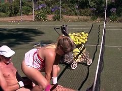 Erotic Tinker pair shafting onto A tennis court