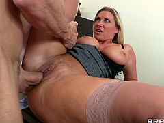 The sexy ass MILF Devon Lee rides Johnny Sins' huge cock after giving him an amazingly sexy blowjob and titjob at the office.