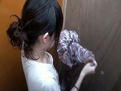 This voyeur video was taken around a very traditional public bathroom. Naked picture of many female college students who are not cautious were secretly taken!
