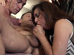 Super horny whore takes part in bisexual threesome