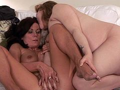 Soft kisses and deep finger fucking sensations for steamy prego along her horny mom in need to play with her shaved twat