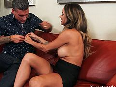 Damn hot and sexy girl Nadia Styles gives head to Clover