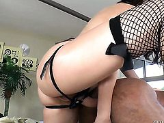 Robert Axel makes Holly Michaels suck his thick snake non-stop