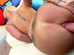 Check out Joslyn James' massive ass in this hardcore scene before this blonde milf is fucked up her ass before her mouth's filled by warm semen.