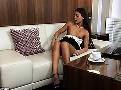 Brunette Iwia plays with herself on camera