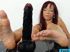 Gorgeous MILF Viviven Fox gets her yummy smelly feet oiled up and strokes a big black dildo while she imagines a hard juicy cock.