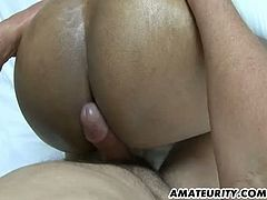 This amateur babe gets down on all fours and lets her lover rub his cock between her ass cheeks. He doesn't penetrate her at all. He cums on her ass crack.