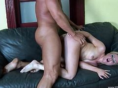 The gorgeous Sindee Jennings enjoys tasting a huge hard cock and gets on top of the lucky bastard to ride him like a beast.