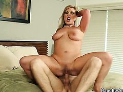 Vicky Vixen with bubbly bottom is good on her way to make hard cocked guy Danny Wylde bust a nut