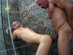 Wonderful Gay Dudes Take A Hot Shower Together In An Amateur Video