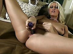 Addison ORiley exposes her naughty parts before she plays with herself