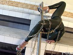 Latex fetish on the rise as this babe goes on with a green latex full body suit with all the chains and shit twisting and flexing around in weird positions.