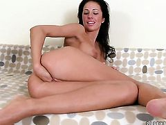 Brunette Pocahontas cant wait to be tongue fucked her lesbian girlfriends Afrodite Night