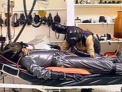 Two sluts in latex costumes blow one cock in experimental room