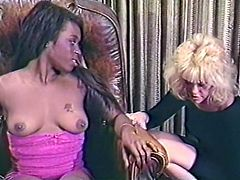 White mistress pleasing and kissing her black girlfriend
