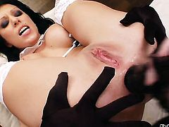 Tara White and Kream kill time playing with each others bush