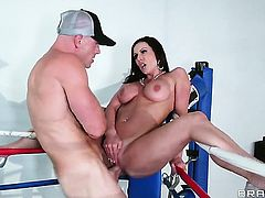 Kendra Lust with juicy boobs is addicted to fuck and Johnny Sins knows it