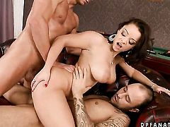 Brunette Liza Del Sierra blows dudes meat pole with passion