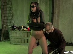 Wasteland brings you a hell of a free porn video where you can see how this alluring brunette slave temptress gets bound and masturbated with a vibrator til she cums.