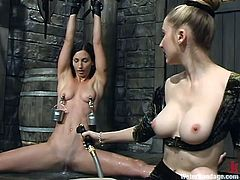 Dirty slave Wenona shows that she is flexible and that she can handle some torture, too. The mistress has attached buckets to the slaves nipples and then fills them up with water. How much weight from the water can she handle? Now she gets the hose.