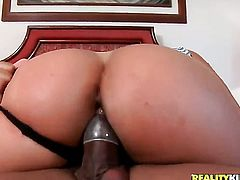 Kid Jamaica stretches delicious Diana Linss mouth with his thick rod to the limit