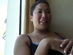 London Keyes gives giving oral pleasure to her horny bang buddy Manuel Ferrara before anal sex
