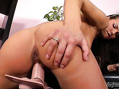 Suzie Carina gives a closeup view of her muff while masturbating