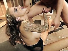 Juelz Ventura lets Mr. Pete insert his rod in her mouth