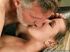Blonde gal Bianca Arden milking schlong with her hot mouth