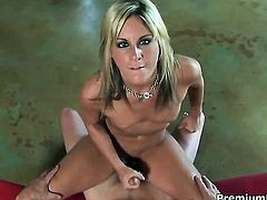 Courtney Simpson just needs her overwhelming sexual desire to be fulfilled after handjob
