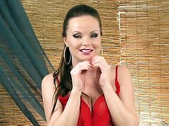Warm tramp Silvia Saint has some time to play with herself on cam