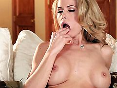 Randy Moore is full of passion to fuck herself with dildo