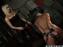 Blonde gets tongue fucked by Adriana Russo the way she loves it