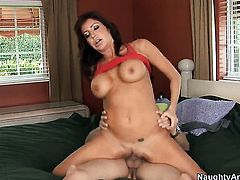 Tara Holiday gets a fuck with hot dude Cris Commando