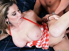 Rocco Reed makes his sturdy cock disappear in flirtatious Kayla Paiges mouth