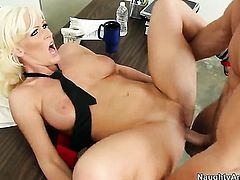 Kaylee Brookshire with phat bottom and hairless muff gets her slit used by Johnny Castle