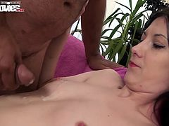 Horny girls gets her pussy licked before sucking his cock and taking a cumshot on her tits