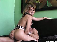 Tyla Wynn loves getting her nice face cum drenched