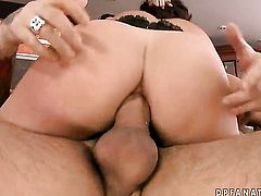 Brunette Liza Del Sierra and hot blooded guy have oral sex on cam for you to watch and enjoy