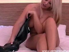 Girls In Leather Boots brings you a hell of a free porn video where you can see how this sexy blonde in black boots poses and provokes while assuming hot positions.