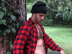 Jimmy was chopping some woods out on the lawn. But for Zac it was a great opportunity to be alone with him. After all, he hadn't seen him in a long time and this was the best time to rekindle old flames. Zac knows, what Jimmy wants. He gets on his knees and takes Jimmy's big dick in his mouth.