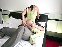 Bailey Blue asks Manuel Ferrara to shove his hard worm in her mouth after back porch fucking