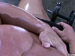 Blonde jock Adam Hart go wanking at the gym