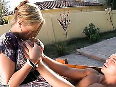 Blonde tart is good on her way to make horny dude explode on oral action