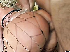 Sophie Dee has anal fun with hot dude Mick Blue before suck job