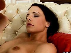 Cute stunner Liz Valery gets her muff pie nailed ruthlessly by horny dude