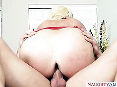Johnny Castle puts his ram rod in irresistibly hot Alura Jensons cunt