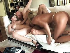 Jennifer White needs anal sex desperately and gets it from Johnny Sins after dick sucking